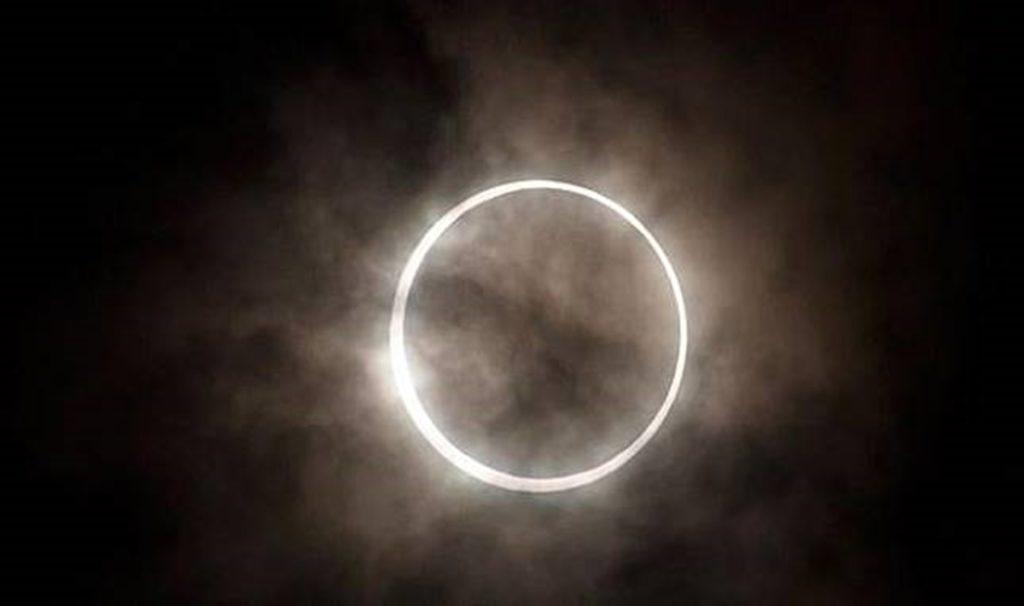 Gerhana Matahari Total Terjadi Besok, Begini Cara Melihatnya