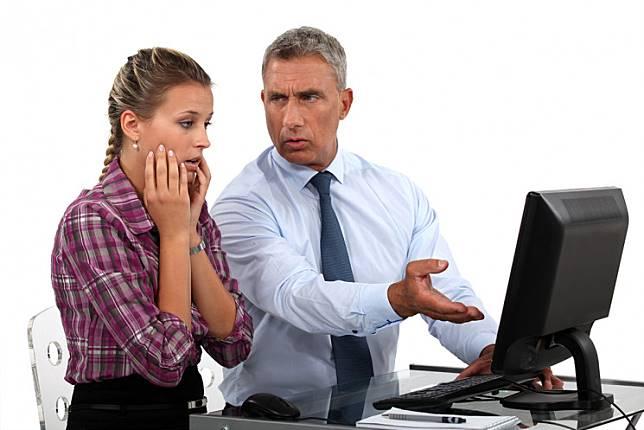 6 Hal yang Bikin Wanita Tak Bahagia di Tempat Kerja